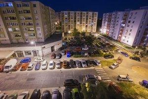 Mesto uvažuje, že parkovacie miesta na sídlisku získa nadstavením jedného podlažia nad súčasné parkoviská.
