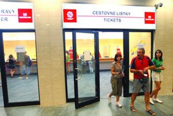 V utorok v podchode na Hodžovom námestí otvorili najväčšiu pobočku dopravného podniku.