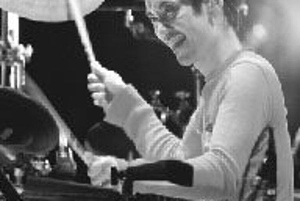 Japonský bubeník Akira Jimbo vystúpi na veľtrhu.