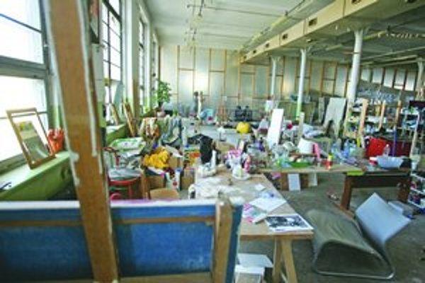 Staré továrenské haly sa v zahraničí využívajú na nekonformné bývanie, prípadne na tvorbu a vystavovanie umenia. V Cvernovke budú luxusné byty, ráta sa aj s umelcami.