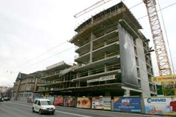 Budova je rozostavaná už štyri roky, spoločnosť Finep hovorí, že ju dostavia. Zatiaľ pripravuje projekt.