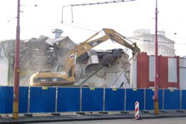 V meste miznú industriálne budovy. Kablo búrali v januári.