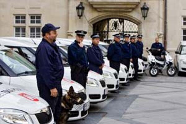 Výmena vozového parku mestskej polície bola vraj nutná, jazdilo sa aj na 15-ročných autách.