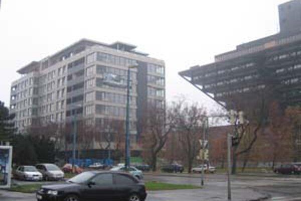Stavba domu na Štefanovičovej ulici ešte nie je dokončená. Rozhodoval o nej krajský súd.