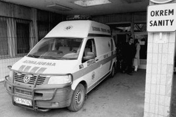 Zdravotníci kritizovali, že predchádzajúce vedenie sa sústredilo na rozvoj ružinovskej nemocnice, zatiaľ čo ostatné pracoviská boli na jej úkor zanedbávané.