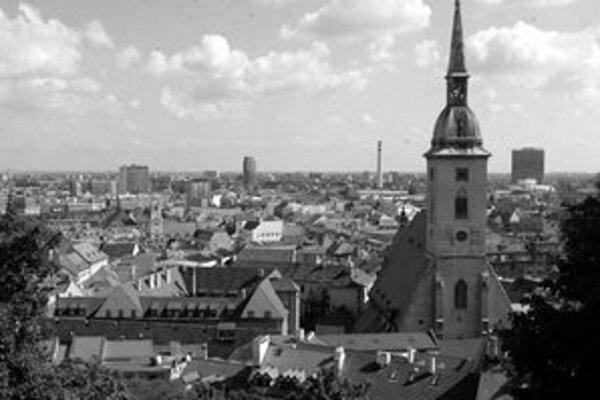V sobotu si Bratislavčania budú voliť primátora zo šiestich kandidátov..