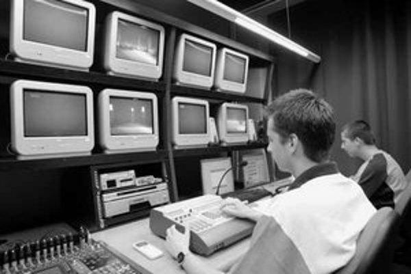 Zatiaľ posledným prírastkom medzi bratislavskými lokálnymi televíziami je TV Centrum. Nie je isté, či ostane v dnešnej podobe aj po nástupe nového vedenia samosprávy.