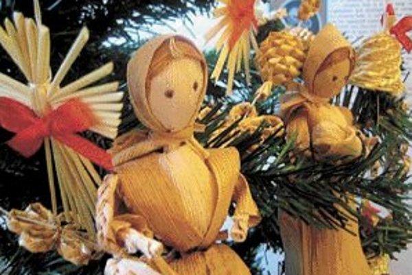 Vianočné stromčeky, betlehemy, svietniky, sviečky, anjeličkovia, adventné vence, imelo, slávnostne prestretá tabuľa - bez toho všetkého si ťažko predstaviť vianočné sviatky.
