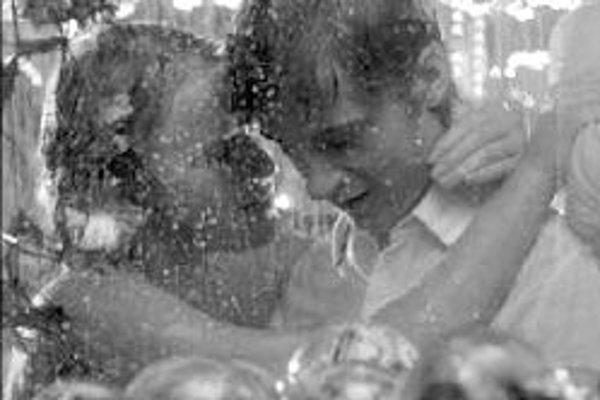 Tommyho pekloTommy's Inferno. Nórsko, 2005. Scenár a réžia: Ove Raymond Gylenas. Hrajú: Eirik Evjen, Anine Eckhoff, Mehran Iqbal, Lin Skaber.Robiť to či nerobiť? To je základná otázka hlavného hrdinu komédie Tommyho. Jeho priateľka Maria je pripravená