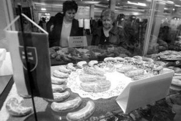 Cech pekárov a cukrárov zorganizoval súťaž v pečení bratislavských rožkov.
