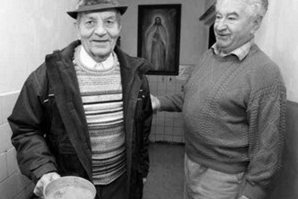 Kňaz Anton Srholec sa v ubytovni Resoty stará o chudobných, chlapcov z detských domovov alebo o tých, čo sa vrátili z väzenia.