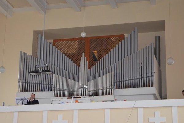 Obnovený organ v kostole v Lehote pod Vtáčnikom.