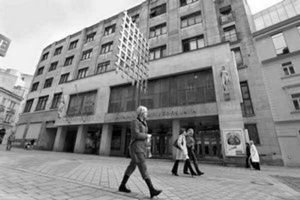 O budúcnosti Divadla P. O. Hviezdoslava rokuje minister kultúry s mestom i s krajom. Budova je zo strany Štúrovej ulice ošarpaná, divadelný súbor sa má vysťahovať do konca apríla.