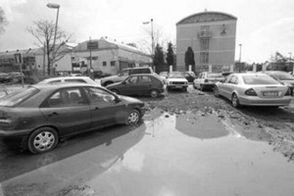 Takto sa parkuje v novej administratívnej zóne v hlavnom meste Slovenska.