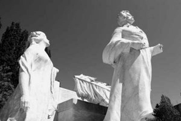 Sochu Sándora Petöfiho opäť poškodili. Pamätník z roku 1911 stál už pred Národným divadlom aj v Sade Janka Kráľa.
