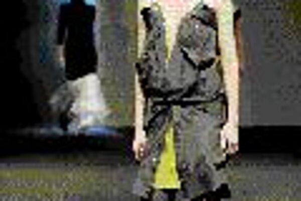 Mária Štraneková: Svetelné šaty.