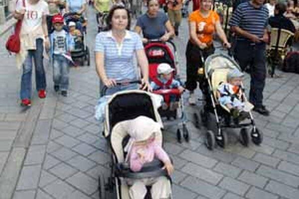 Míľu pre mamu v centre mesta prešli väčšinou rodiny s kočíkmi.