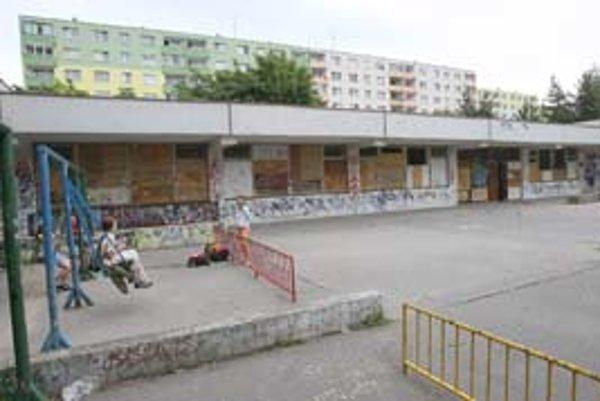 V opustenom dúbravskom objekte by chcel starosta po oprave napríklad cukráreň alebo veterinárnu stanicu.