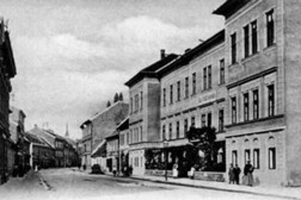 Na tomto mieste stojí teraz maďarské gymnázium. Tu som maturoval na pedagogickej škole v r. 1959.
