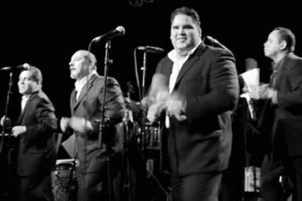 Príbeh Spanish Harlem Orchestra je príbehom hudby ľudí, ktorí vypestovali a starali sa o základ, podstatu latinokultúry v mestskej a etnickej kultúre mesta New York. Je to 13 vynikajúcich hudobníkov, ktorí sa sformovali pod vedením pianistu a aranžéra Os