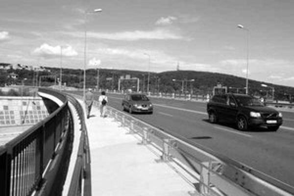Plánovaná protihluková stena by mala viesť aj cez križovatku Lamačská cesta – Harmincova.