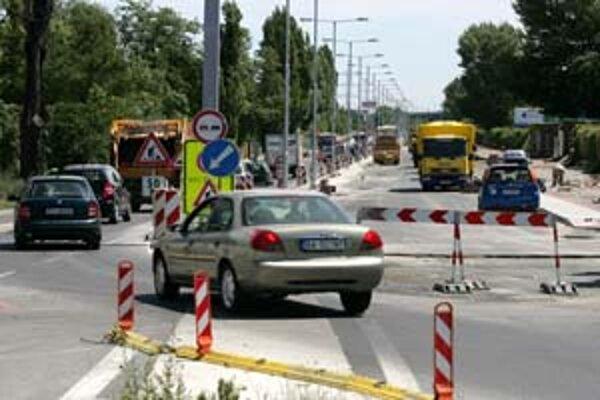 Na Prístavnej ulici sa stále pracuje, hoci prvá časť – rozšírenie mala byť hotová k 30. júnu.