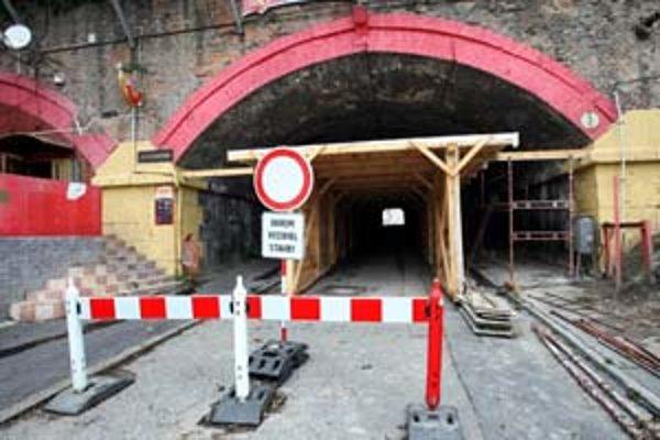 Tunel pod železničným mostom na Žabotovej ulici bude z dôvodu rekonštrukcie pre dopravu uzavretý takmer rok.