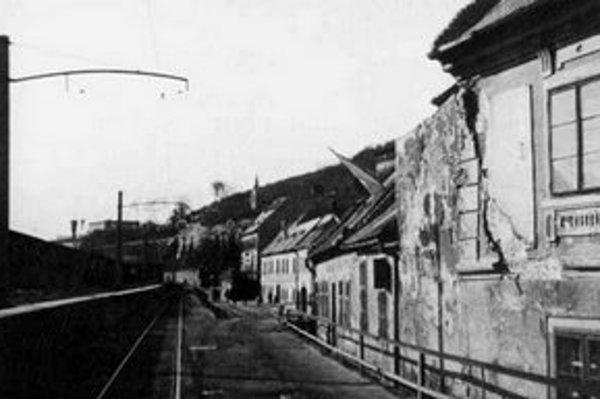 Na Zuckermandel viedla od roku 1895 trať električky. Dunajský breh sa zvýšil a domy na nábreží sa dostali pod úroveň cesty.