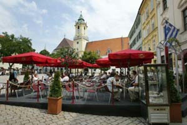 Bratislava k opatreniam súvisiacim so vzhľadom terás pristúpila pred siedmimi rokmi. Mali chrániť estetický vzhľad centra mesta.