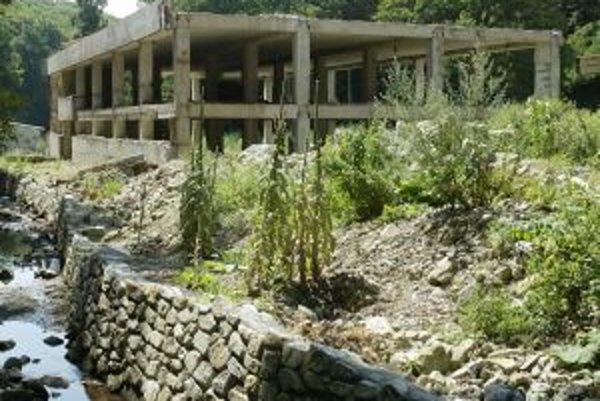 Mestské lesy sú proti prestavbe takzvanej rybárskej reštaurácie na hotel.
