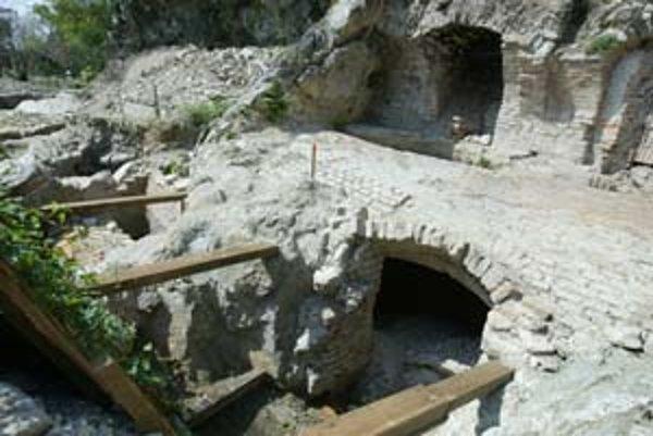 Archeologický výskum Vydrice prebieha pod vedením profesorky Tatiany Štefanovičovej na rozlohe takmer tri hektáre. Vydrická ulica je najstaršou časťou Podhradia, datovaná je už od 12. storočia. Neskôr tu vznikla radová zástavba z oboch strán ulice, tvár m