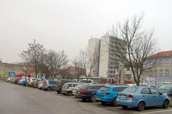 Parkovanie chce radnica riešiť systémovo.