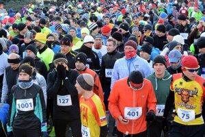 Dvadsiatysiedmy ročník Silvestrovského behu cez bratislavské mosty sa konal vo štvrtok 31. decembra 2015.