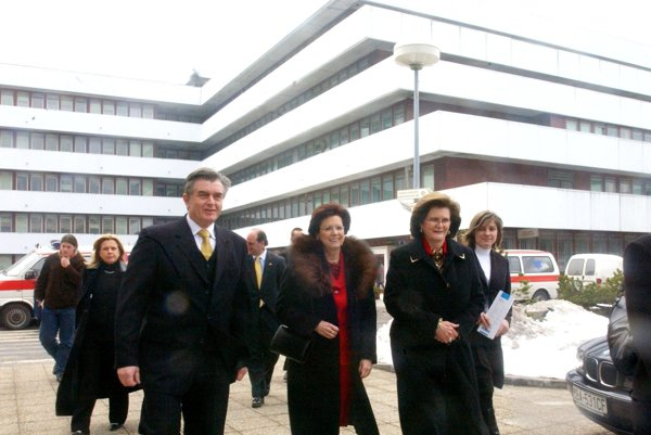 Vľavo Tomáš Haško v roku 2006 ešte ako riaditeľ Národného onkologického ústavu.