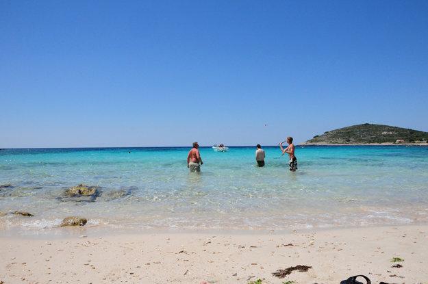 Chorvátske pobrežie má známe aj menej známe piesočné pláže.