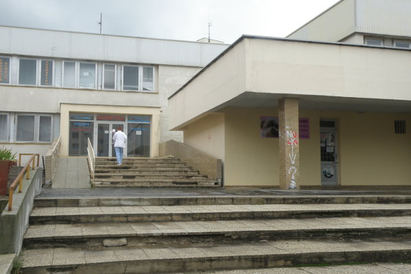 Budova polikliniky na Kopaniciach patrí mestu, pokúša sa ju predať už dlhšie.