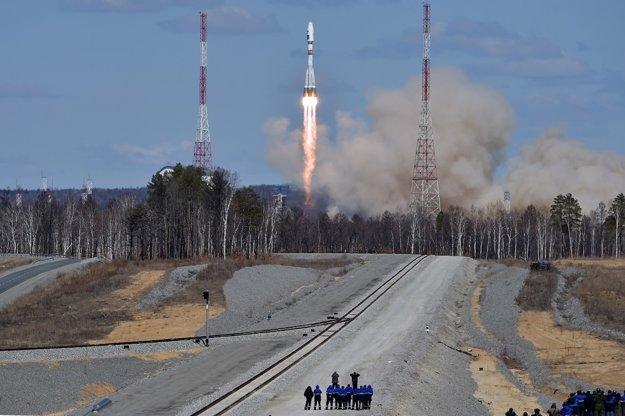 Štart rakety Sojuz z kozmodrómu Vostočnyj.