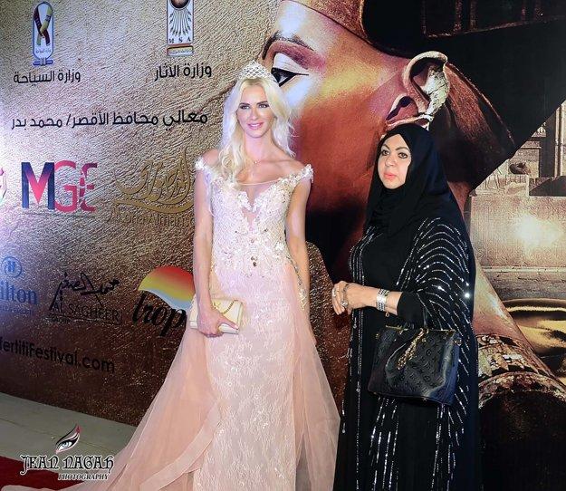 S módnou návrhárkou Monou Al Mansouri.