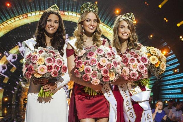 Kristína Činčurová - Miss Slovensko 2016 (v strede).