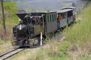 Vláčik do Vydrovskej doliny. Sezónu začala aj obľúbená Čiernohronská železnica.
