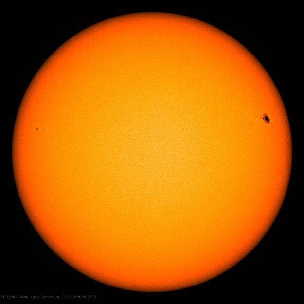 Čierne škvrny na Slnku ukazujú miesta s magnetickou aktivitou.