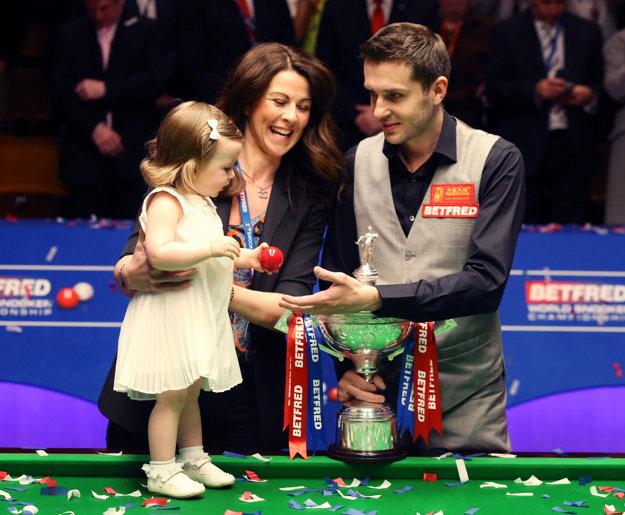 Mark Selby zapózoval aj so svojou rodinou.