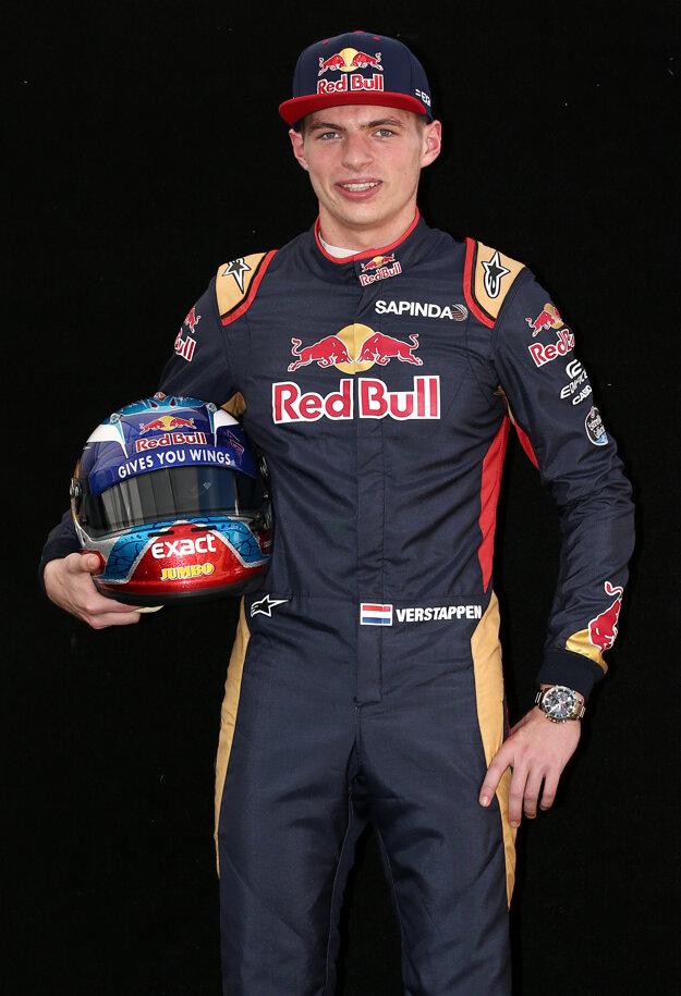 Max Verstappen si zajazdí za Red Bull.