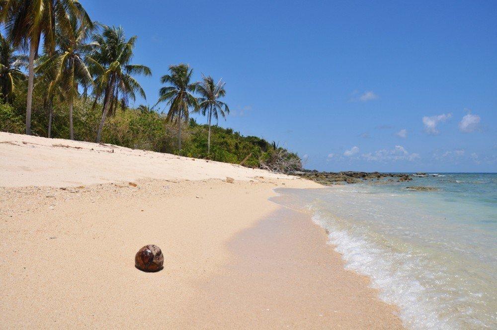 Pláž na ostrove Selingan neďaleko Bornea.