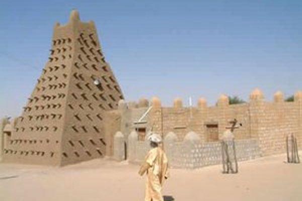 Vzácna architektúra historického centra islamských učencov v Mali sa rúca pre útoky radikálov.