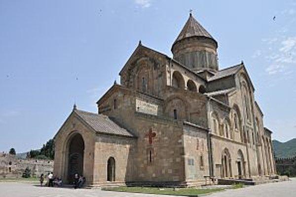 Katedrála Svetitskhoveli na mieste, kde pochovali kúsok Kristovho rúcha.