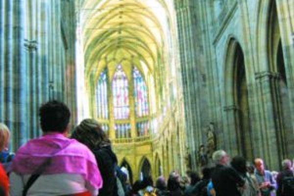 Rad do Katedrály sv. Víta si musia vystáť aj tí, čo čakanie nemôžu ani vystáť.