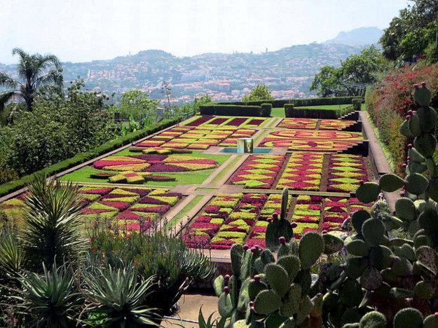 V atraktívnej botanickej záhrade v meste Funchal rastie vyše 2.000 rastlín.