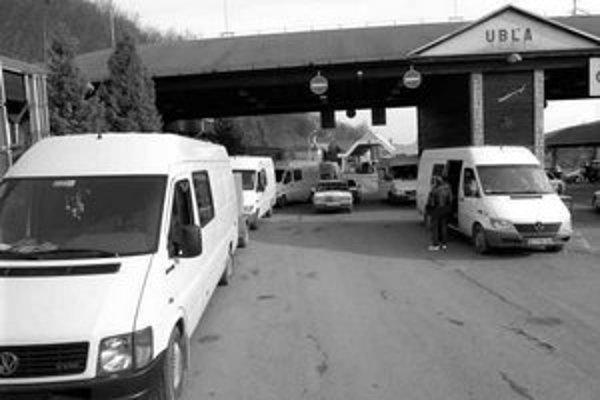 Osobná doprava je presmerovaná na hraničný priechod v Ubli.