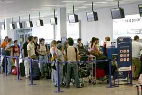 Elektronické letenky ušetria čas aj cestujúcim, ktorí môžu na ich získanie využiť samovybavovacie stánky.